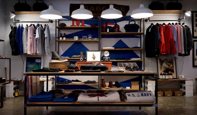 Une zone commerciale avec de nombreuses boutiques et activités à Rennes